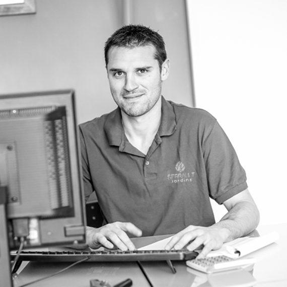 L'équipe Serrault Jardins, des professionnels du paysage qui propose ses services dans plusieurs villes : Esvres, Vouvray, Luynes.