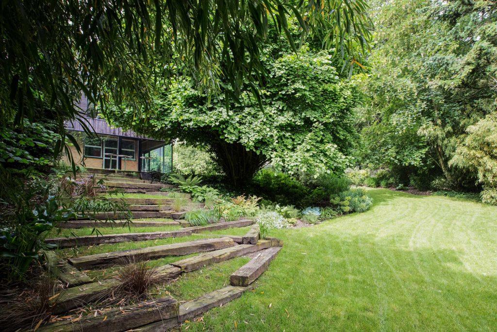 Votre paysagiste Serrault Jardins vous propose la conception d'allées et d'accès.