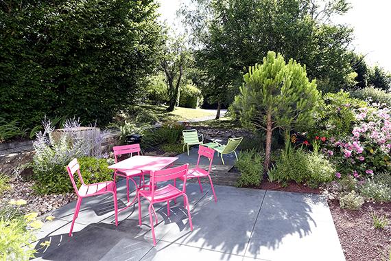 Serrault Jardins imagne votre terrasse, en grès céram ou encore en lame imitation bois.