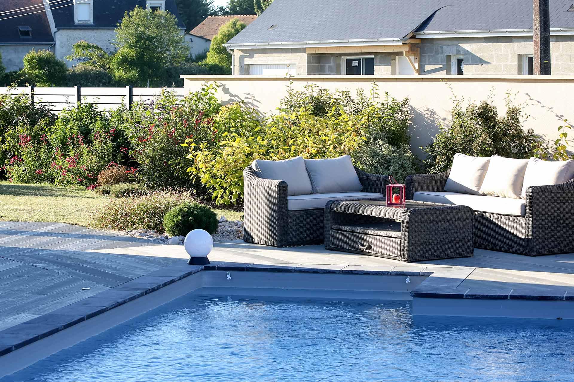 Serrault Jardins, paysagiste à la Ville aux Dames réalise votre terrasse em imitation bois.