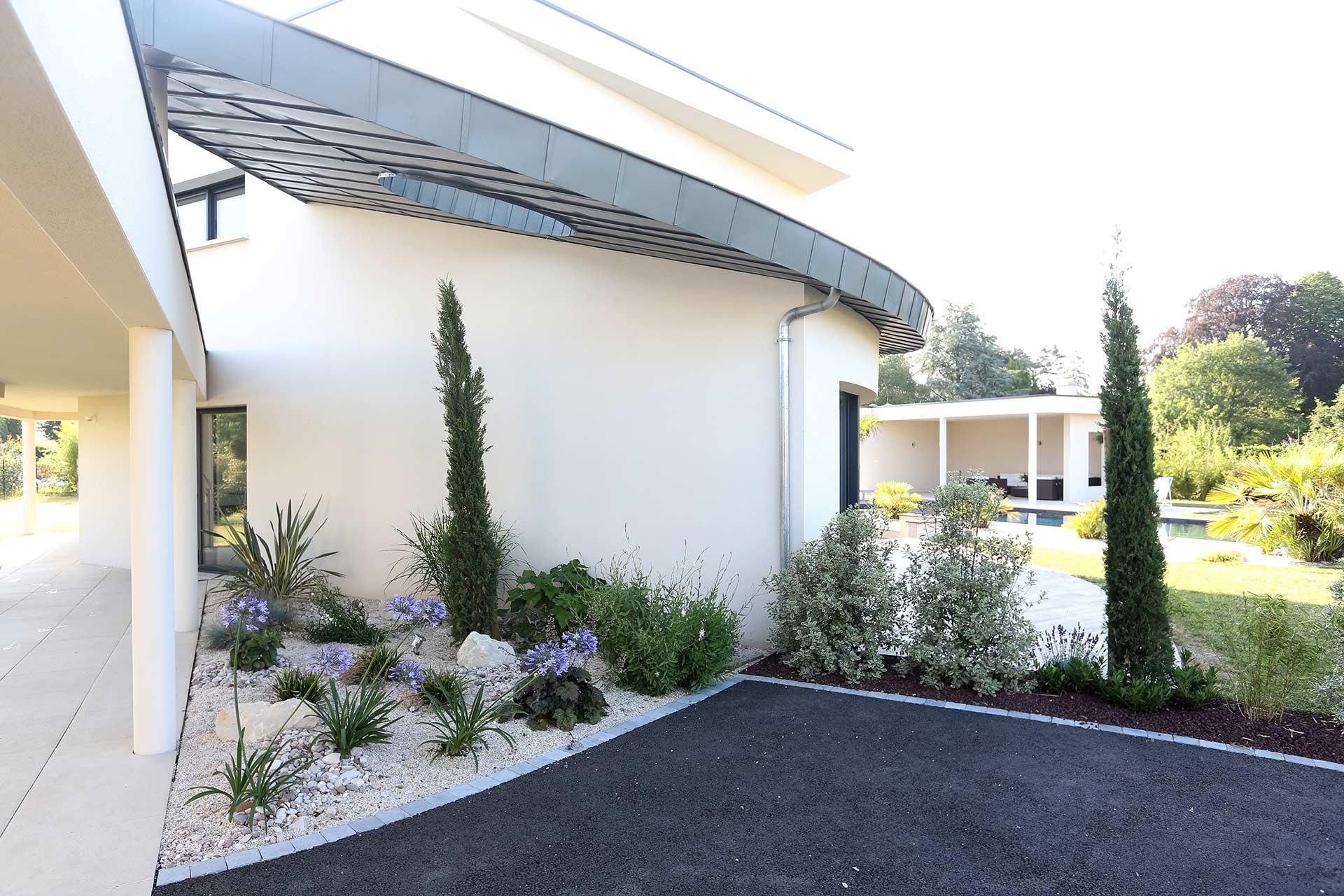 Serrault Jardins, paysagiste aménage vos massifs.