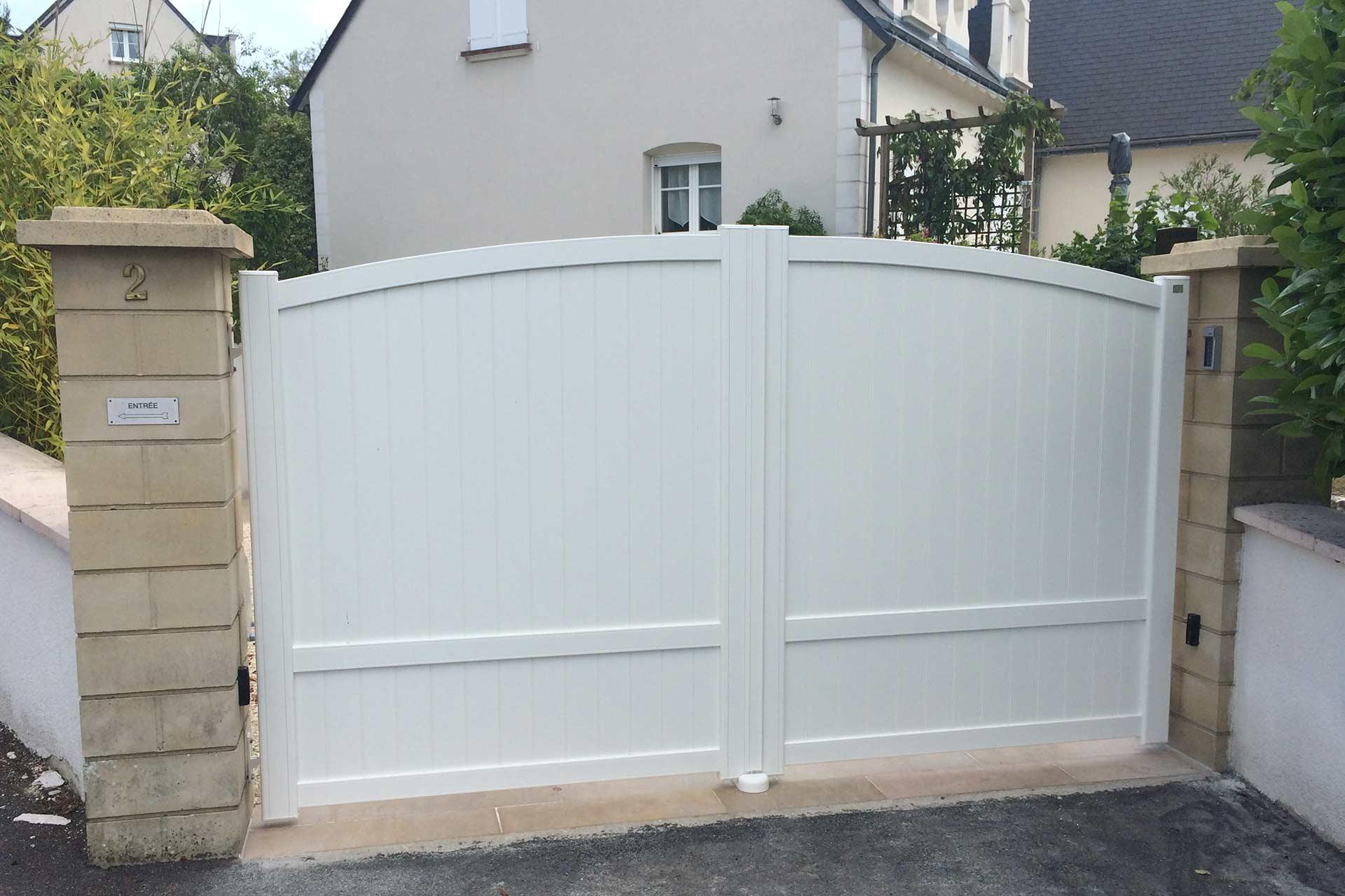 Serrault Jardins installe votre portail en Indre et Loire.