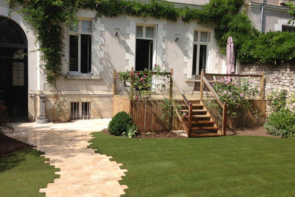 Serrault Jardins, entreprise du paysage propose ses services pour votre jardin.