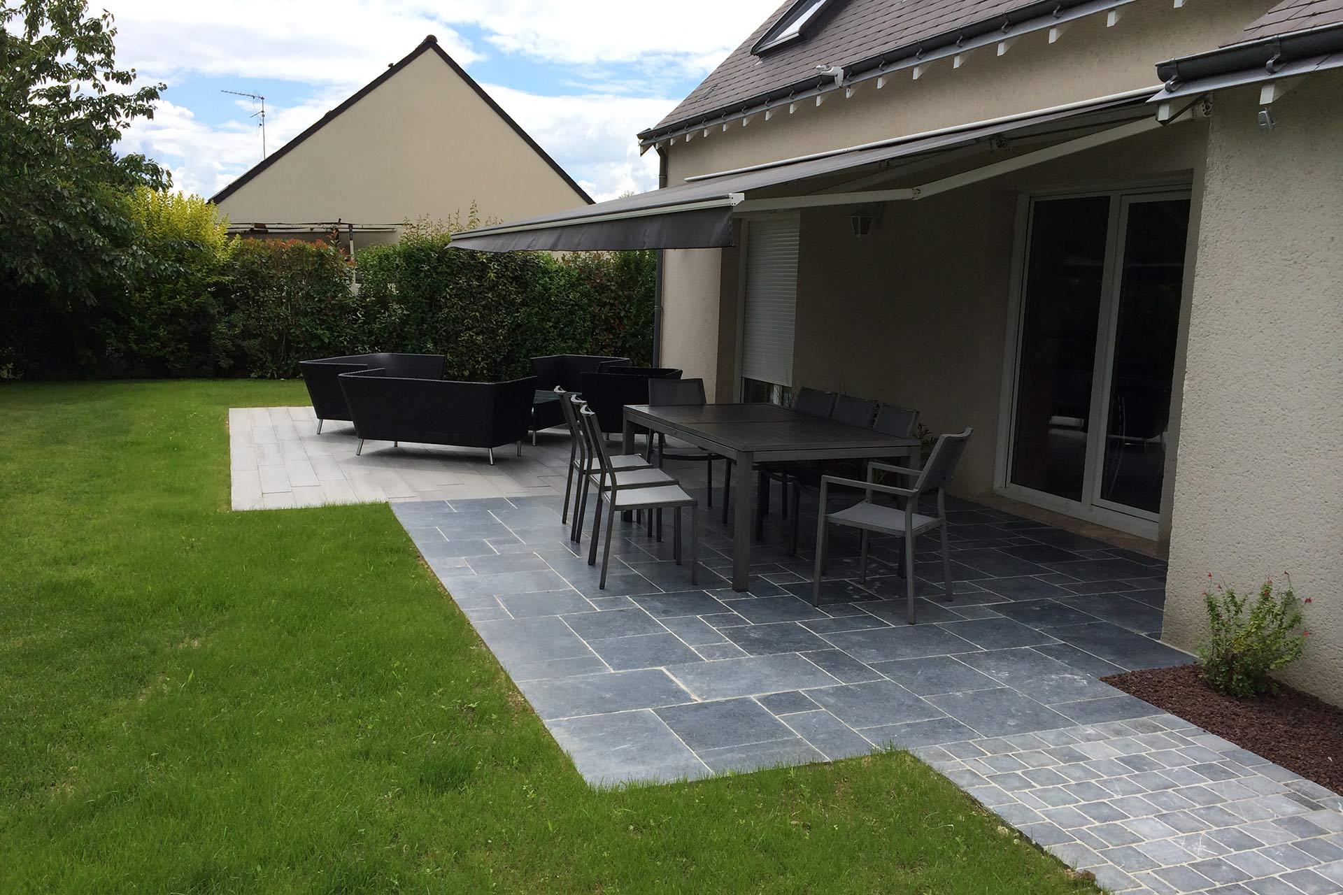 Serrault Jardins vous propose de réaliser votre terrasse en pierres naturelles.