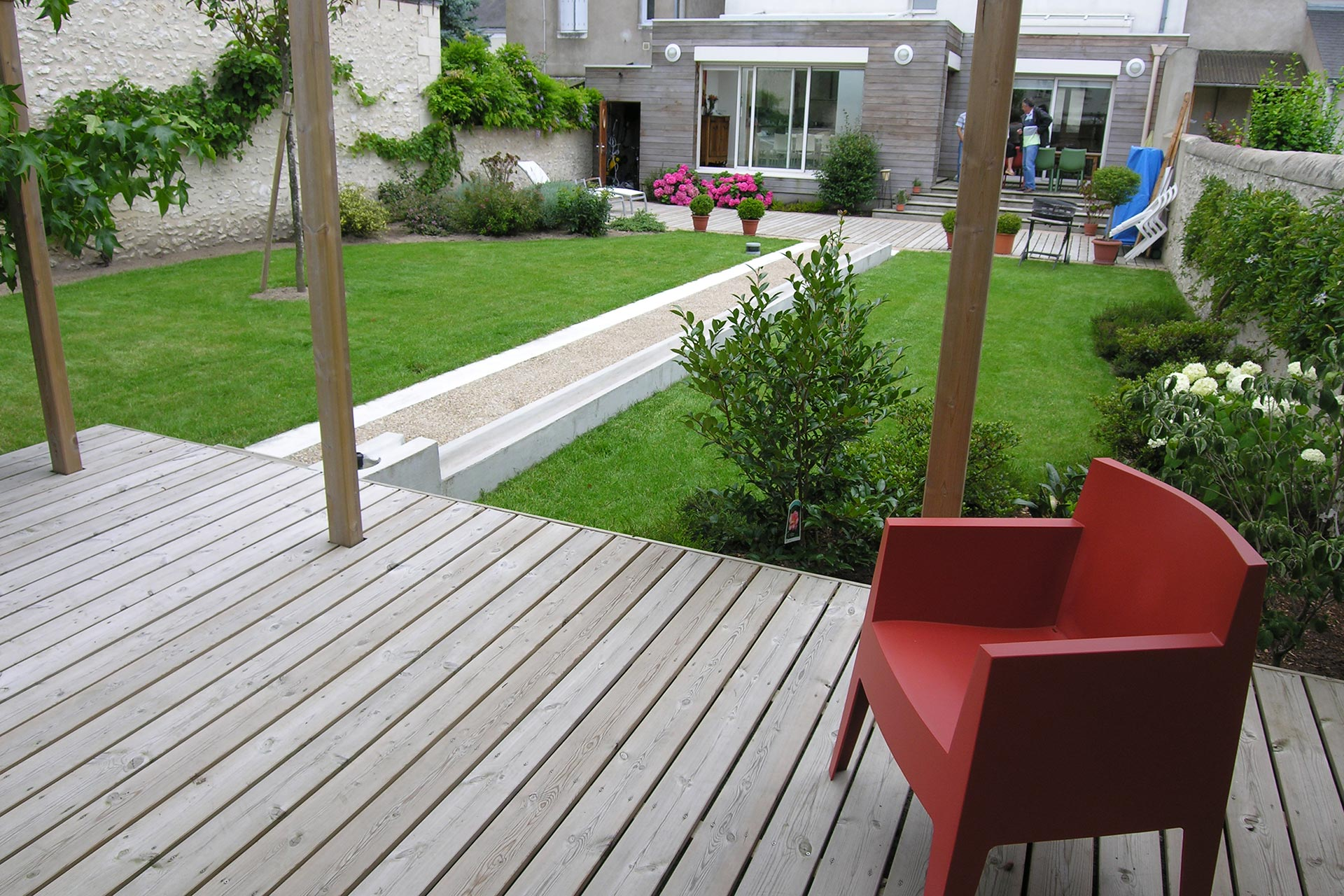 Serrault Jarrdins conçoit des terrasses bois, en dallage ou encore en pavés.
