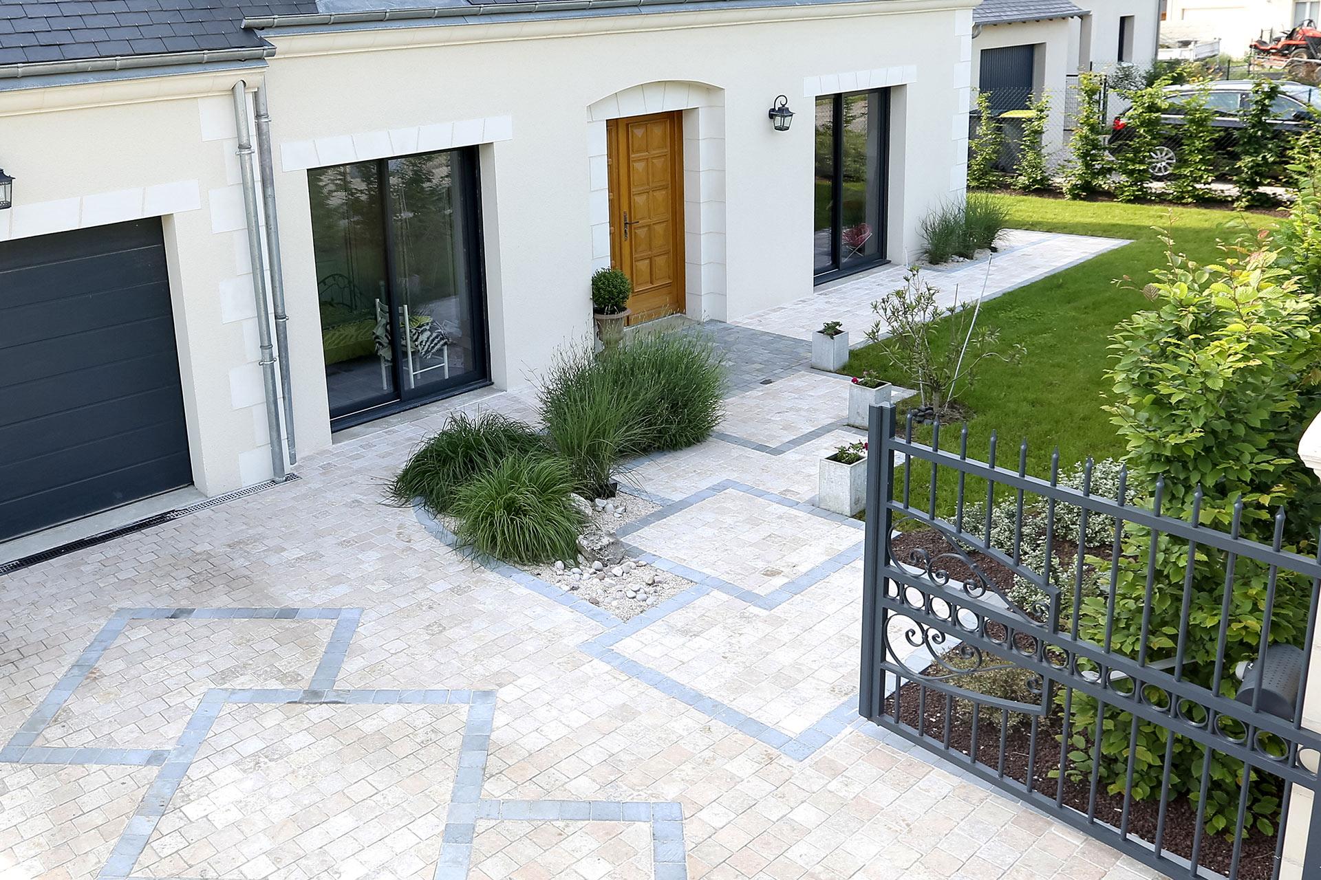Spécialiste de l'aménagement extérieur, Serrault Jardins est paysagiste à Tours depuis 1981.