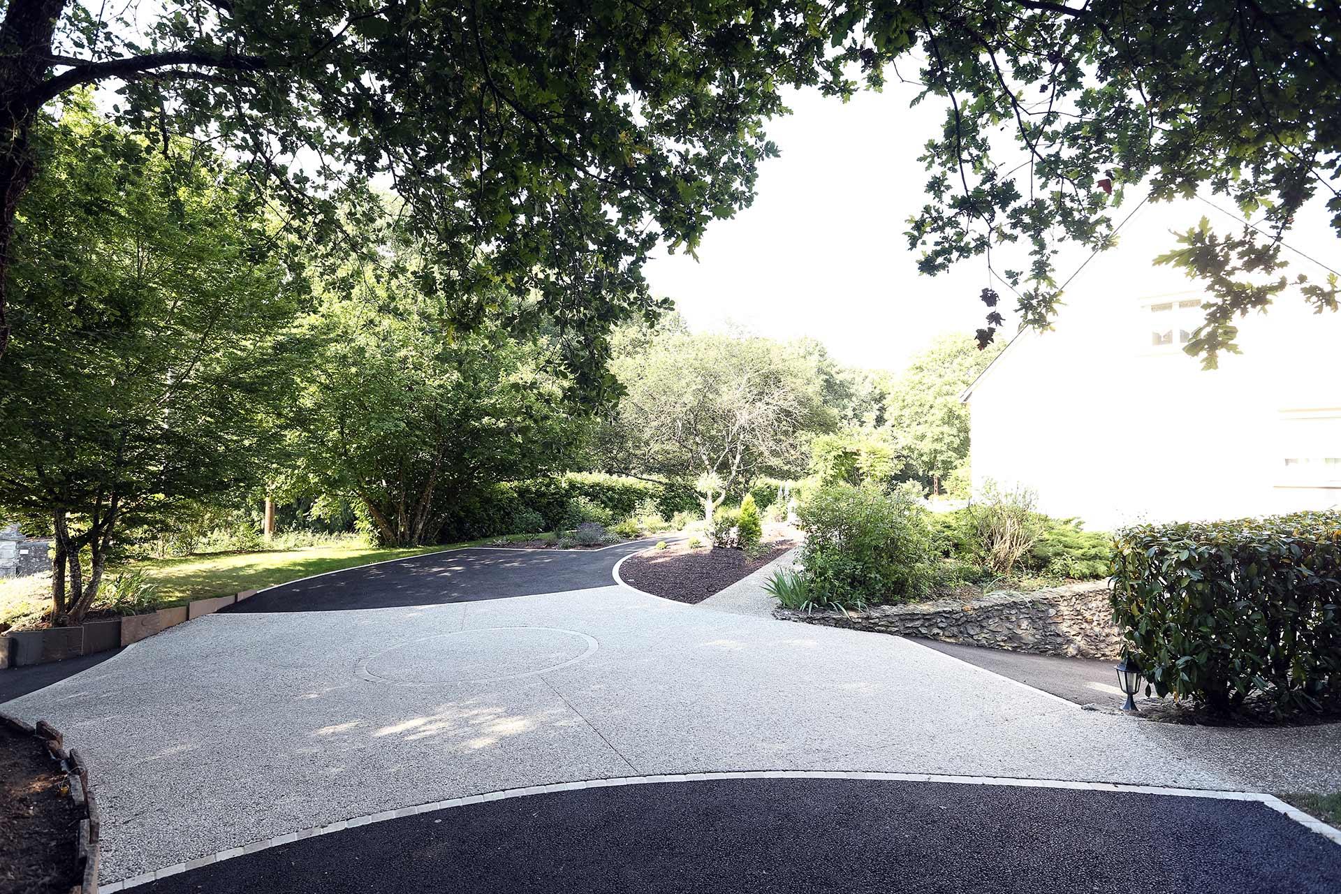 Serrault Jardins intervient pour des prestations de création et d'aménagement d'espaces verts et jardins privés.