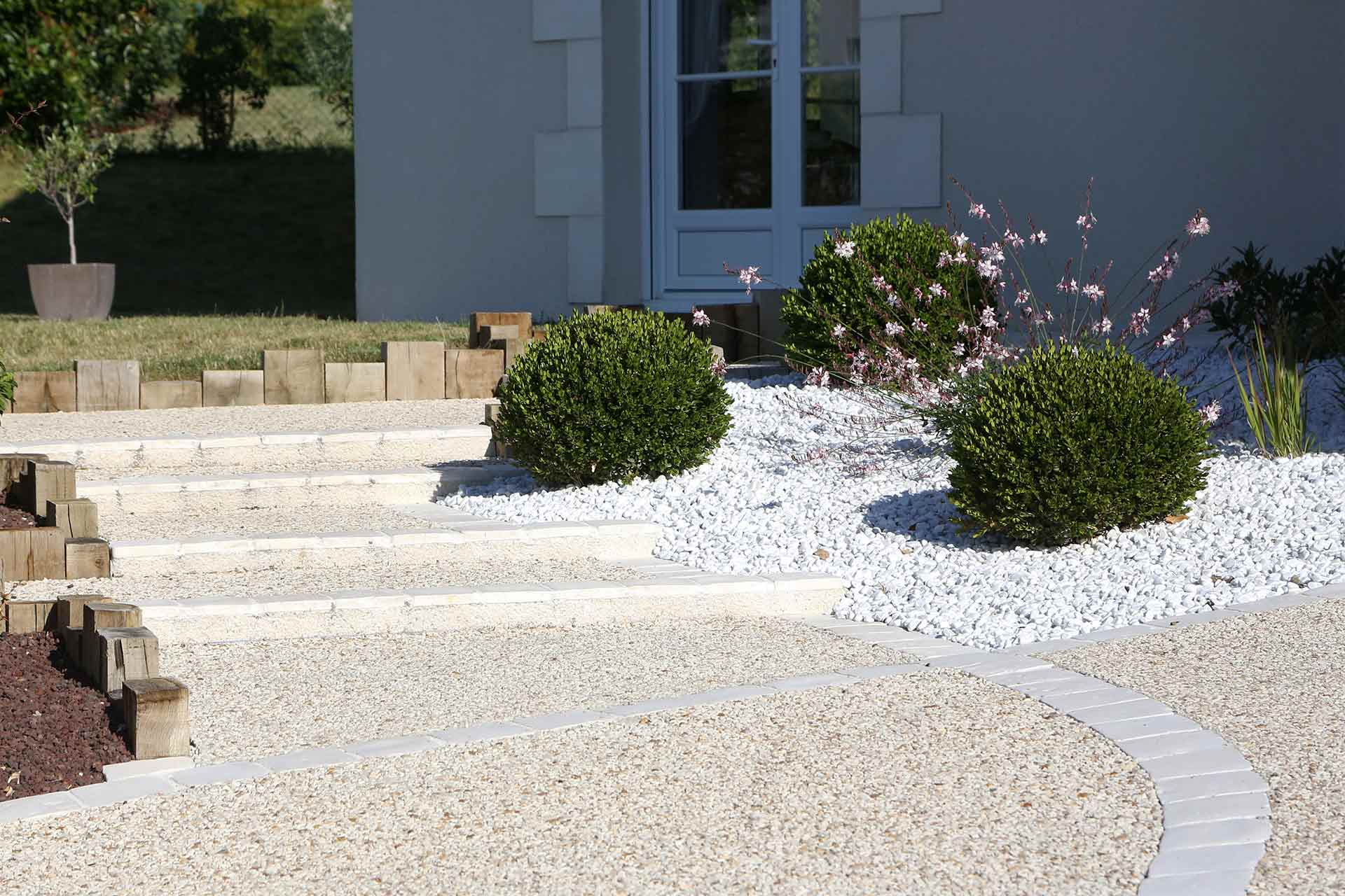 Paysagsite dans le 37 en Indre et Loire, Serrault Jardins bénéficie d'un savoir-faire depuis plus de 38 ans.