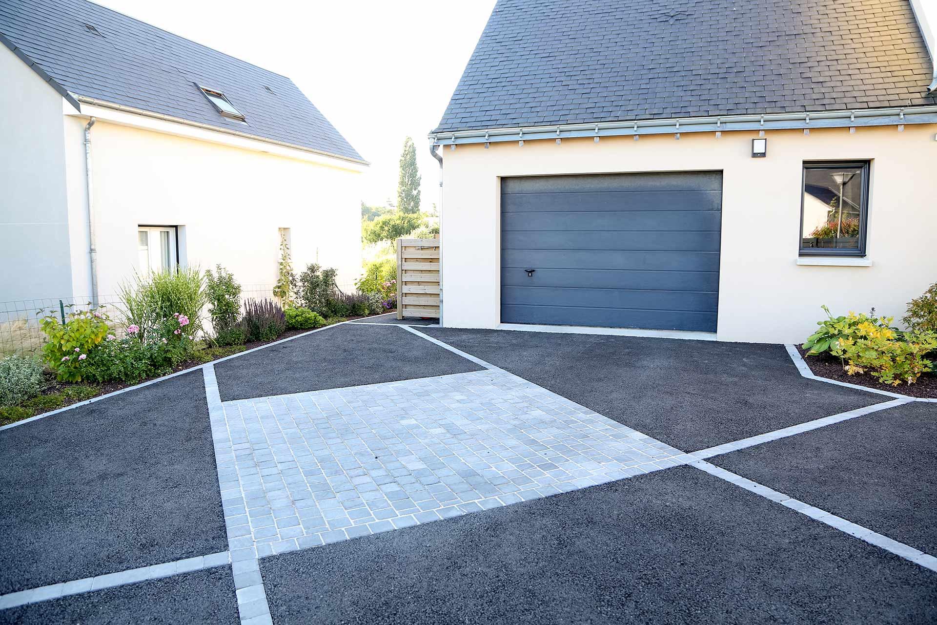 A Tours dans le 37, votre paysagiste Serrault Jardins vous propose la création de vos allées à Montlouis sur Loire.