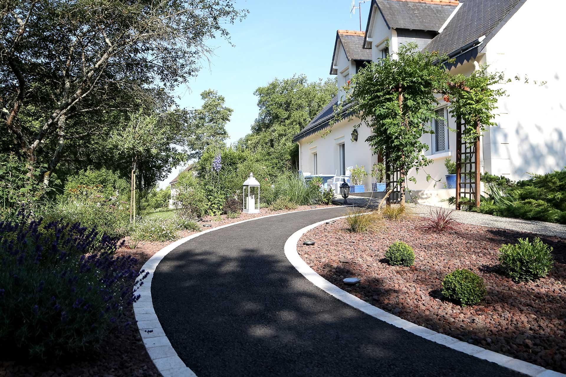 Serrault Jardins, paysagiste à La Ville aux dames réalise votre jardin à Esvres.
