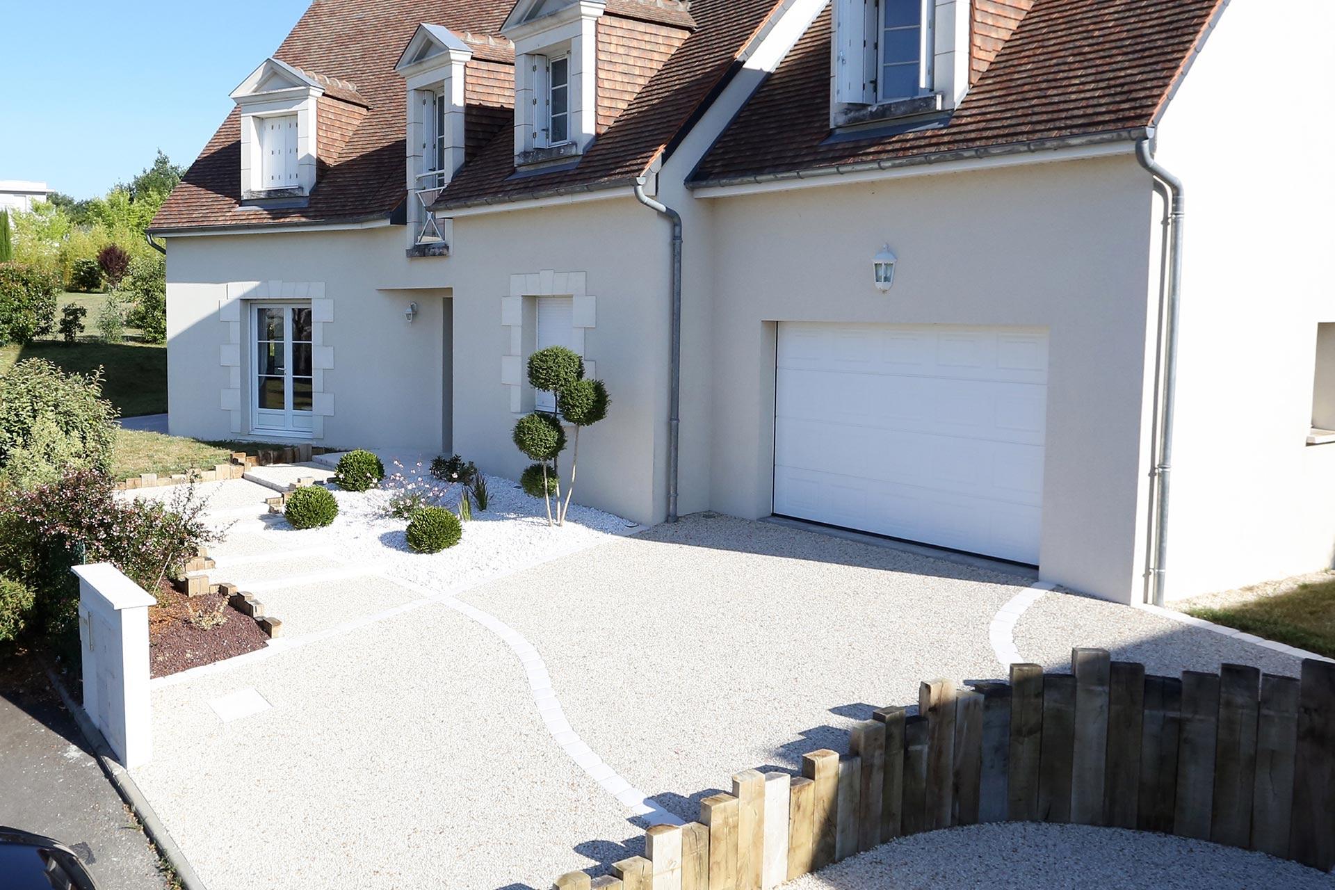 Serrault Jardins, réalise votre accès en béton désactivé sur Vouvray en Indre et Loire.