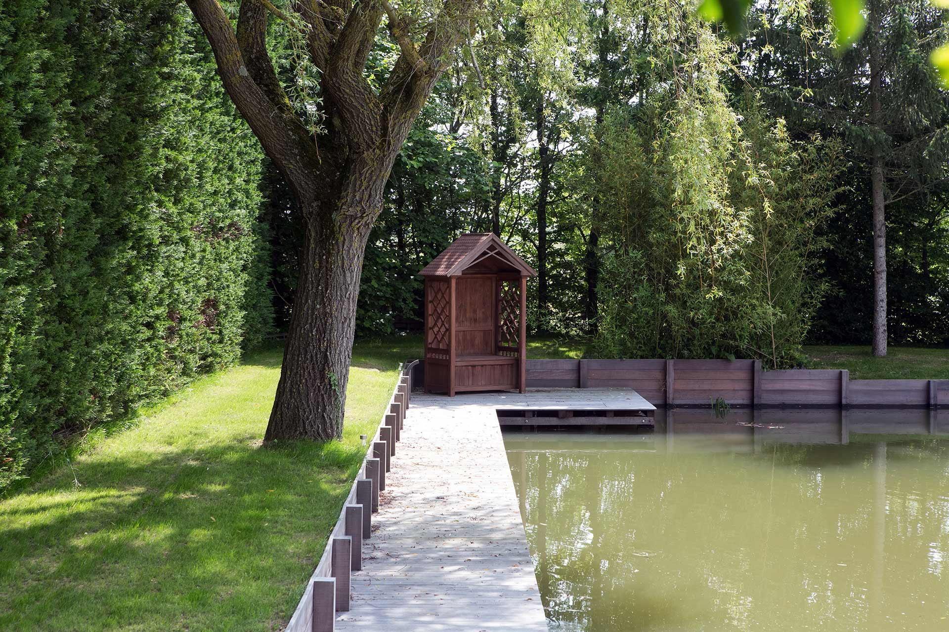 Serrault Jardins paysagiste à la Ville aux Dames non loin de Tours réalise des bassins naturels..