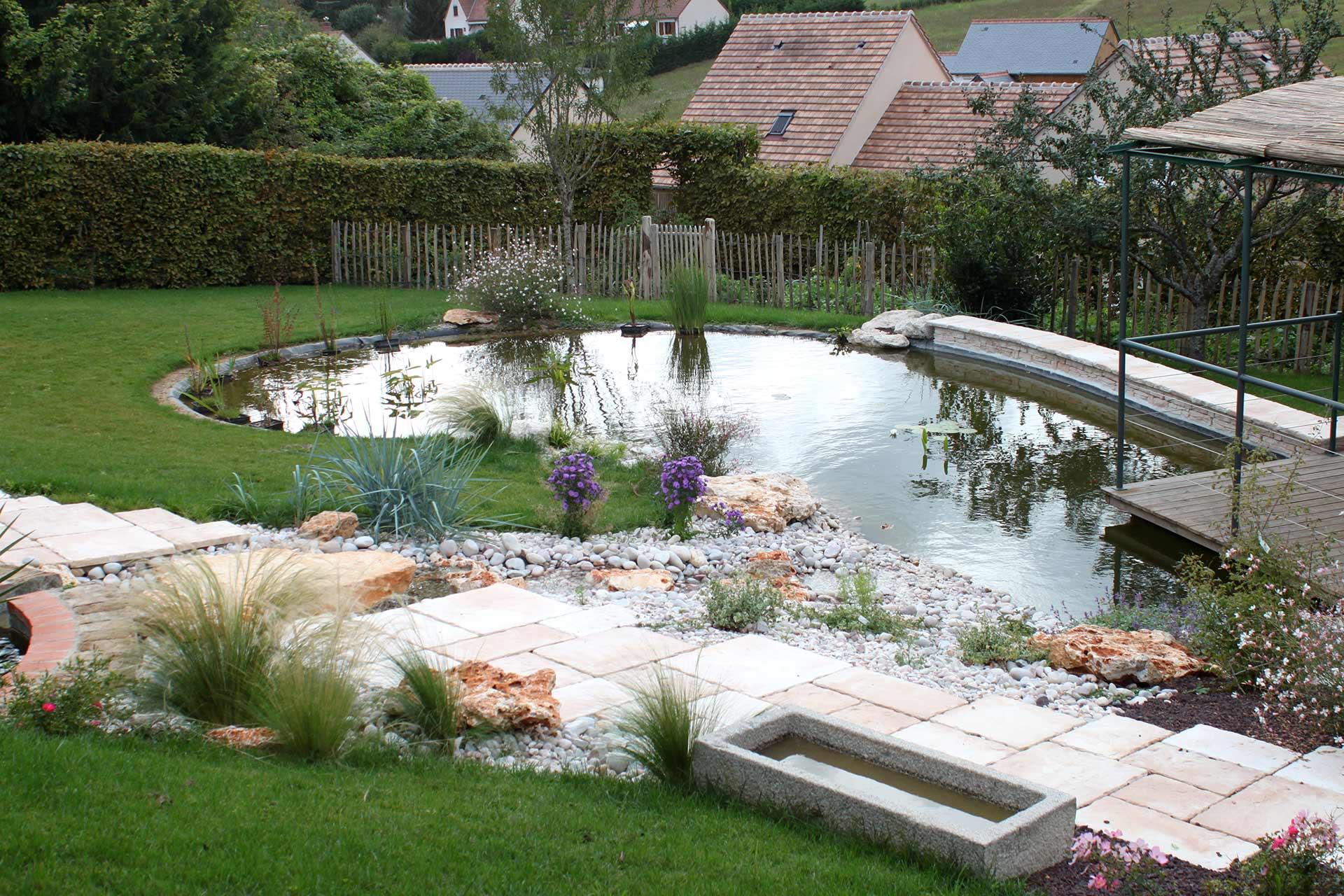 Serrault Jardins, est un paysagiste à la Ville aux Dames.