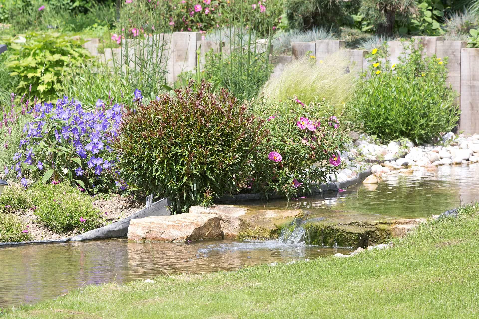 Bassins, massifs ou encore terrasses, nous réalisons toutes les prestations pour votre jardin.