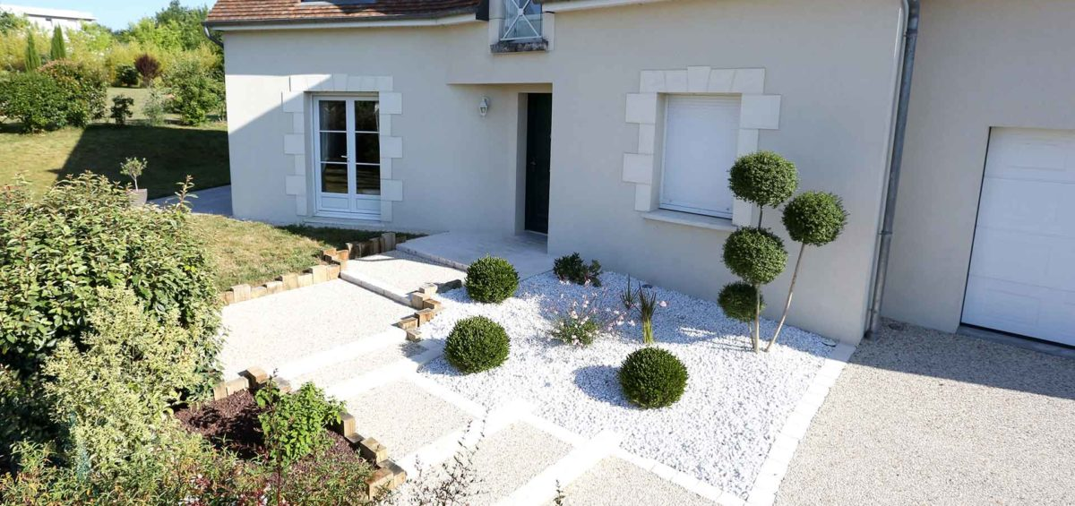 Pour le revêtement de votre allée, Serrault Jardins vous propose du béton drainant.
