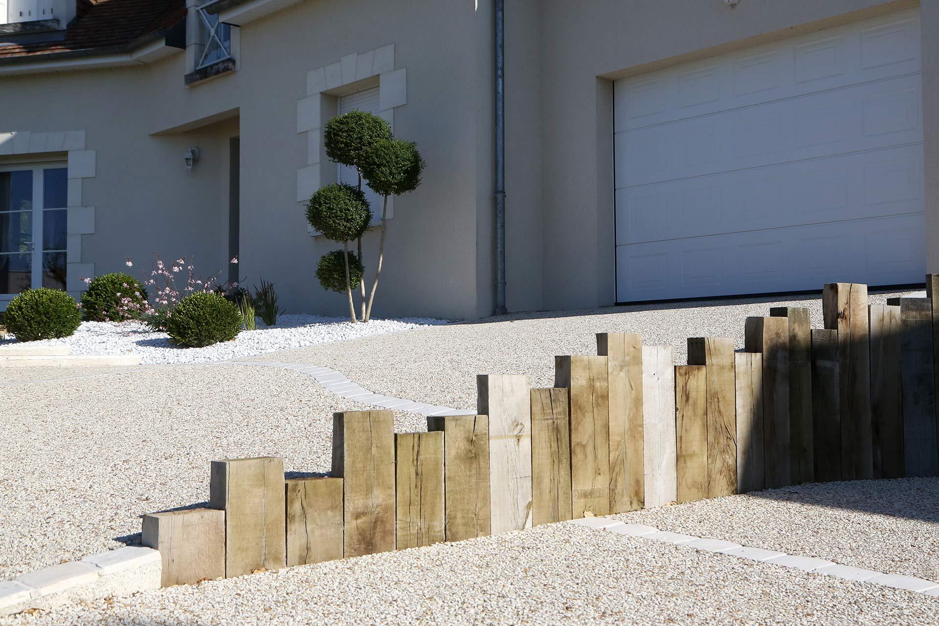 Serrault Jardins, entreprise du paysage sur La Villes aux Dames dans le 37 vous propose des accès de garage en béton poreux de diverses couleurs.