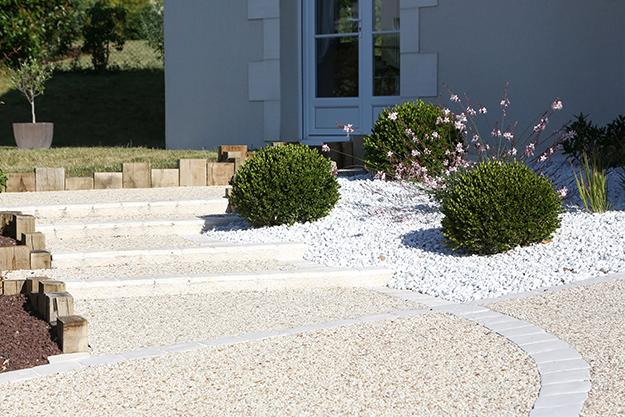 Serrault Jardins, paysagiste vous propose la création de massifs.