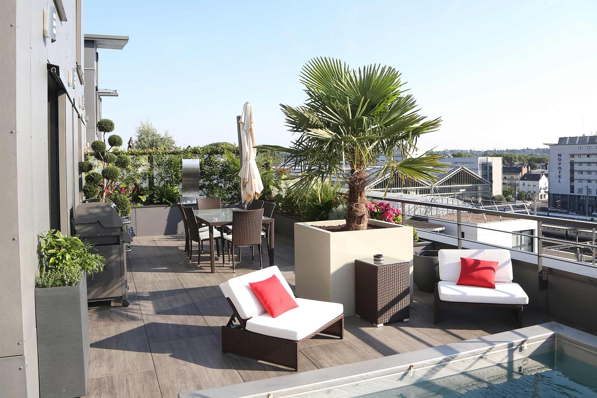 Balcon, terrasse, votre paysagiste réalise vos extérieurs.