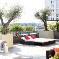 Nous donnons vie à votre balcon grâce à des massifs et plantations.