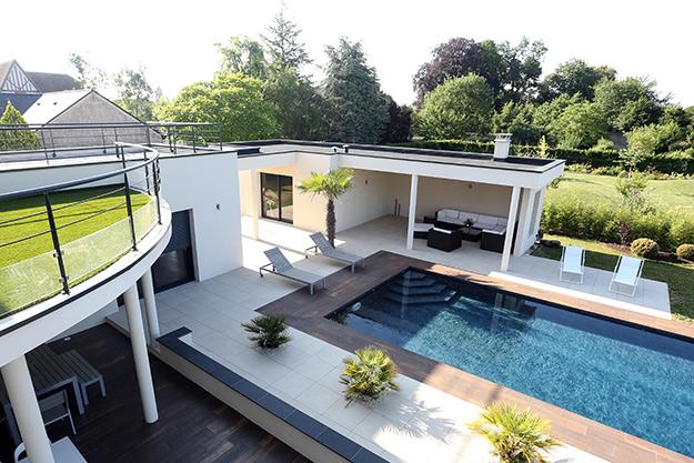 Serrault Jardins crée des terrasses et abord de piscine en Indre et Loire à La Ville aux Dames.