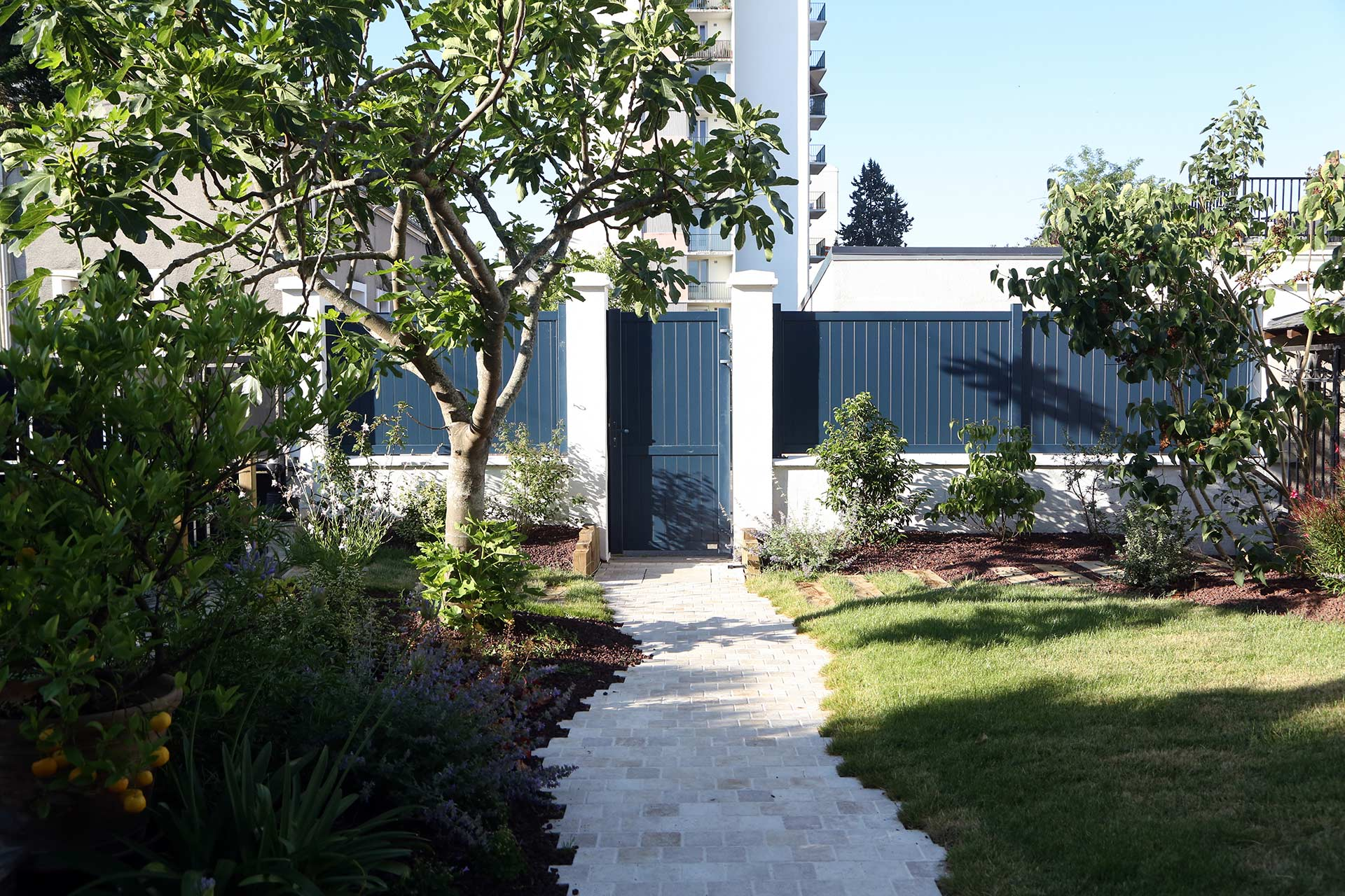 Serrault Jardins, paysagiste à la Ville aux Dames embélli vos extérieurs.