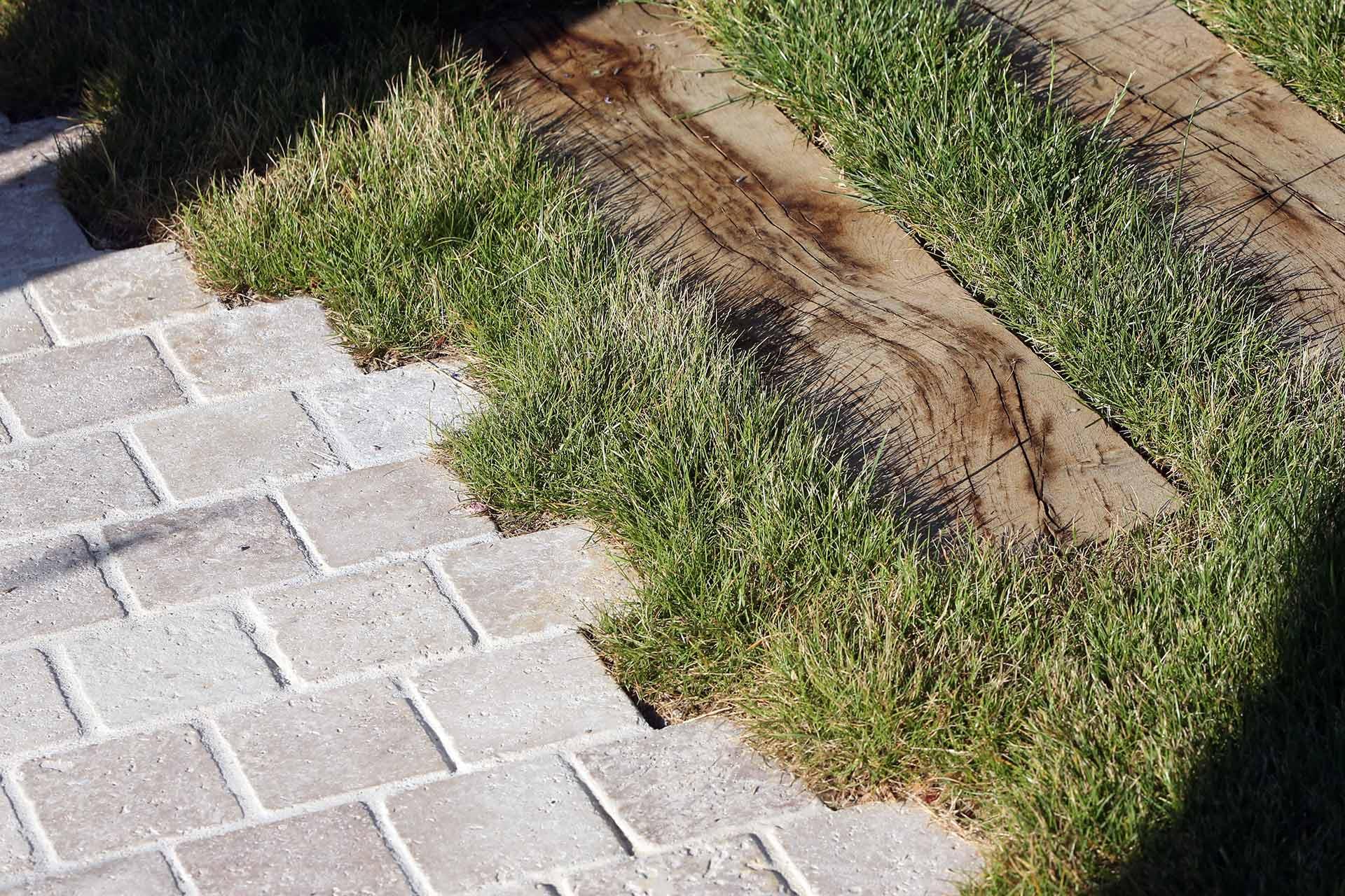 Serrault Jardins, entreprise du paysage vous propose ses services pour aménager l'ensemble de vos extérieurs.