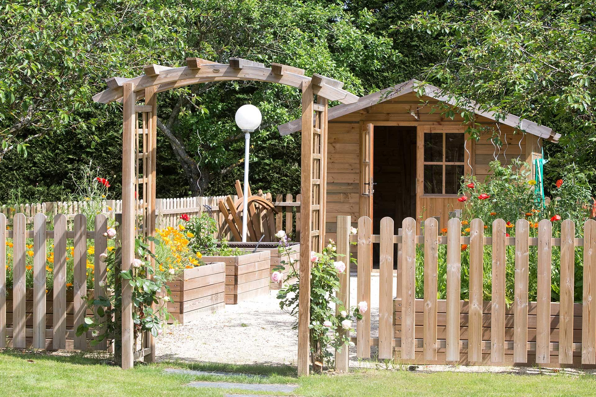 Serrault Jardins, vous propose une gamme d'abris de jardin.