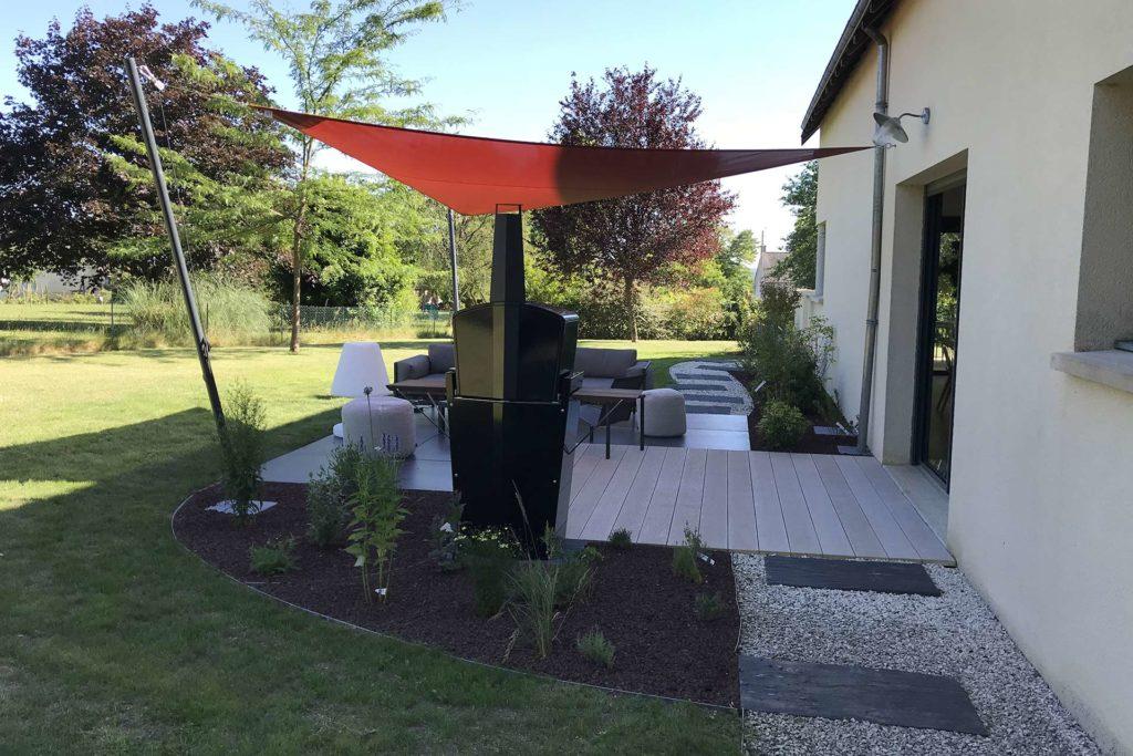 Serrault Jardins, paysagiste à Tours conçoit et réalise votre terrasse en bois.