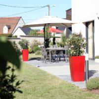 Serrault Jardins crée des terrasses en bois.