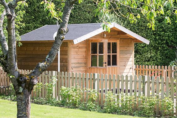 Serrault Jardins vous propose une large gamme d'abris de jardin.