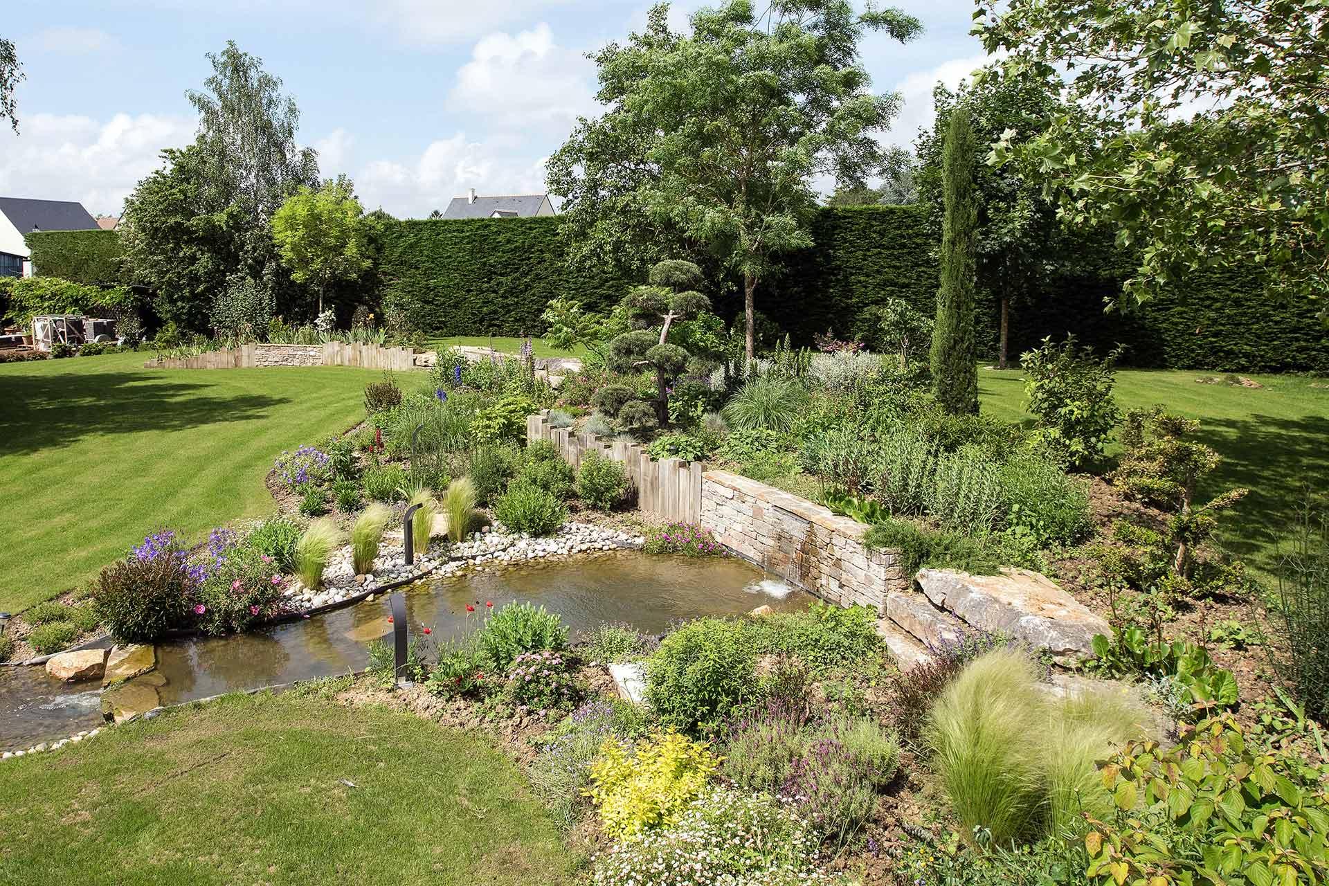Jardinier paysagiste en Indre-et-loire dans le 37, Serrault Jardins conçoit des jardins sur mesure.
