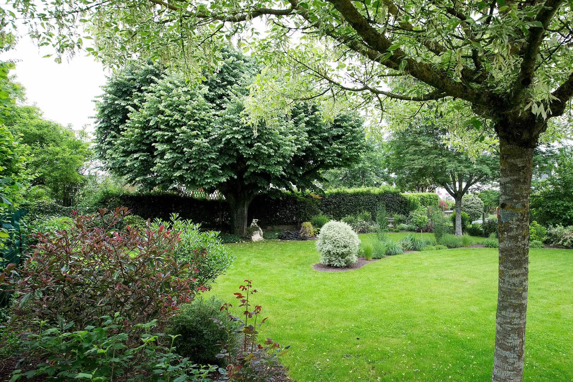 Paysagiste à la Ville aux Dames, Serrault Jardins vous propose des aménagements paysagers.