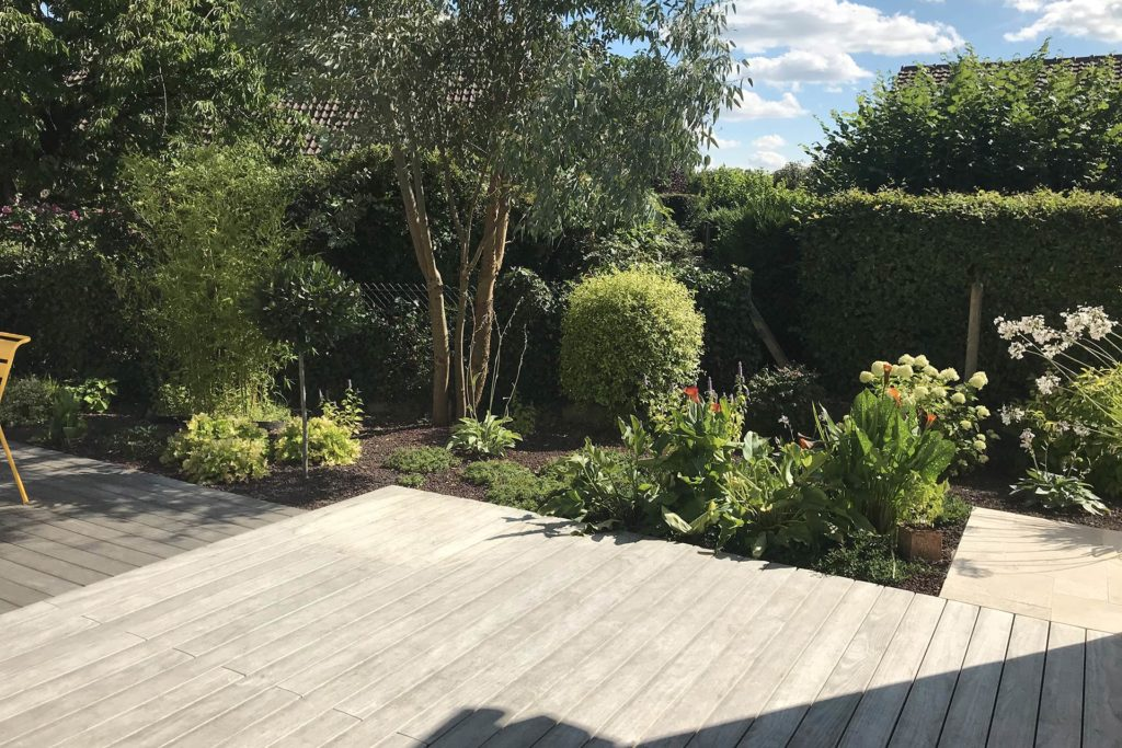 Serrault Jardins, vous propose de créer les abords de votre terrasse.