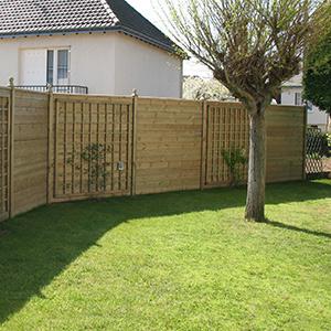 Serrault Jardins propose ses services pour l'installation de panneaux bois.