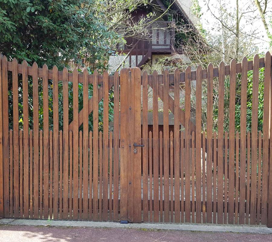 Serrault Jardins vous propose une gamme de portails en bois !